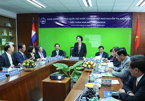 Đoàn đại biểu Quốc hội Việt Nam thăm nhà máy sữa Angkor - Campuchia