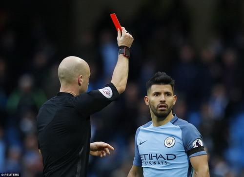 Aguero nhận thẻ đỏ, treo giò 4 trận sau thất bại dưới tay Chelsea