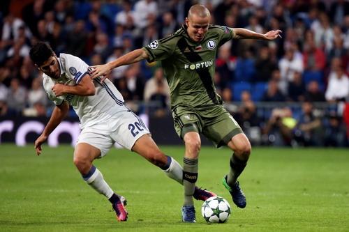 Adam Hlousek và pha tấn công hiếm hoi của Legia Warsaw