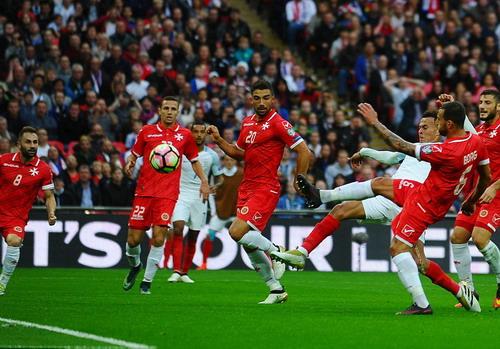 Delle Alli ghi bàn trước sự bất lực của hàng thủ malta
