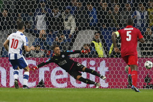 Andre Silva tỏa sáng trong màu áo Porto