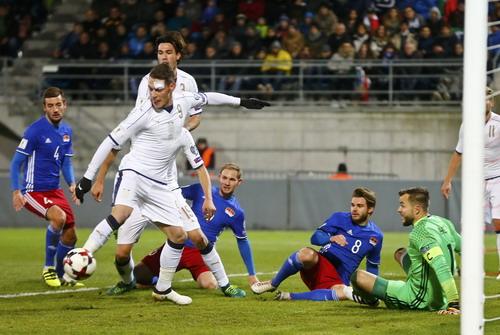 Andrea Belotti lập cú đúp trong chiến thắng 4-0 của Ý