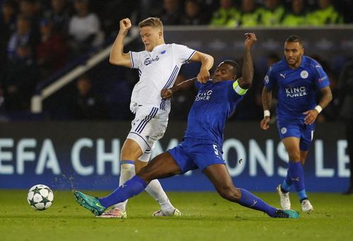 Hàng thủ Leicester bình thản chống trả những đợt tấn công từ đối phương