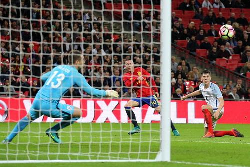 Aspas đánh bại Tom Heaton và hàng thủ tuyển Anh phút 89
