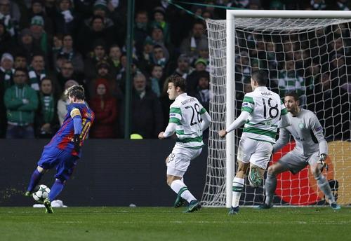 Messi và pha bóng mở tỉ số phút 26, làm nín lặng cầu trường