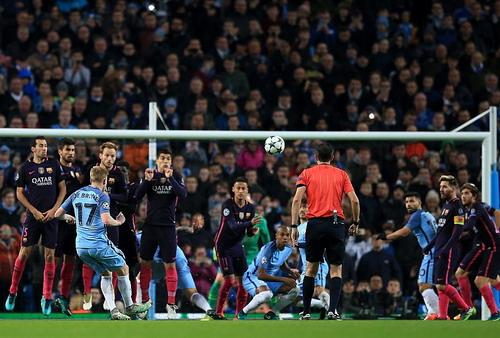 Kevin De Bruyne sút phạt đẳng cấp, ghi bàn thắng thứ nhì cho Man City