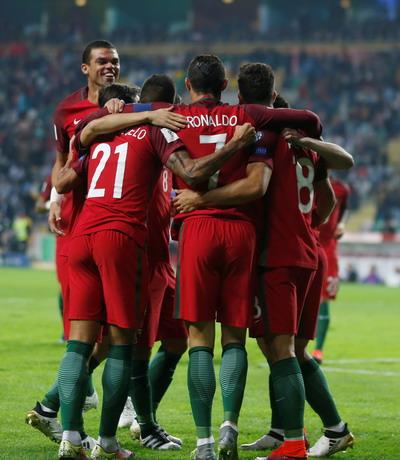 Đương kim vô địch châu Âu chứng tỏ sức mạnh