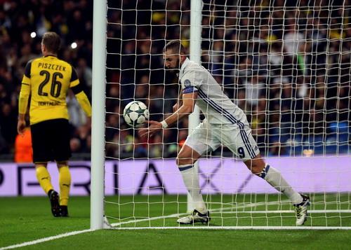 Benzema tỏa sáng, gánh trách nhiệm ghi bàn thay Ronaldo