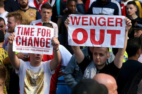 CĐV Arsenal mất kiên nhẫn với Wenger và đội bóng