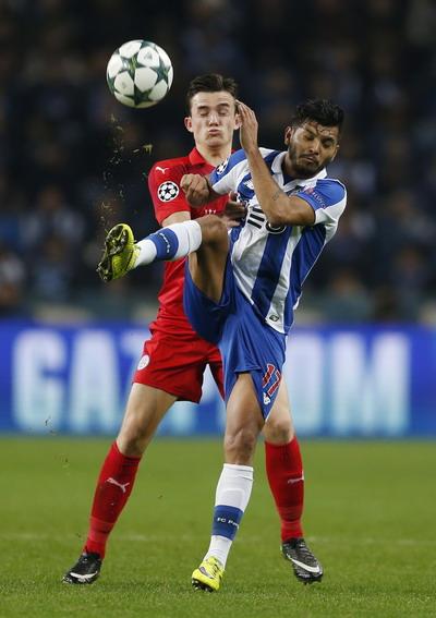 Jesus Corona góp công vào hai bàn thắng của Porto