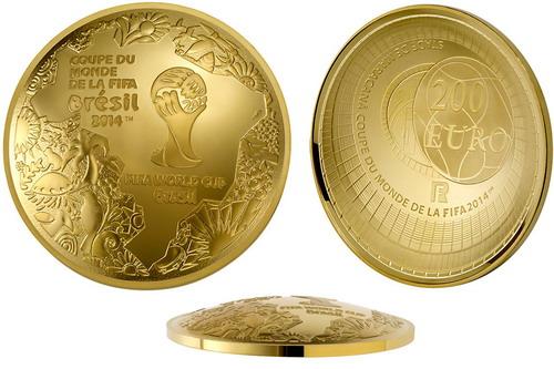 Hình ảnh cúp vàng FIFA trên đồng xu lưu niệm World Cup 2014