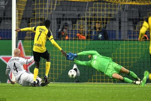 Tiền đạo 19 tuổi Dembele kiến tạo 3 bàn và ghi 1 bàn thắng