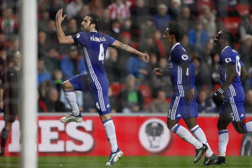 Fabregas lập công, Chelsea có chiến thắng thứ 10 liên tiếp