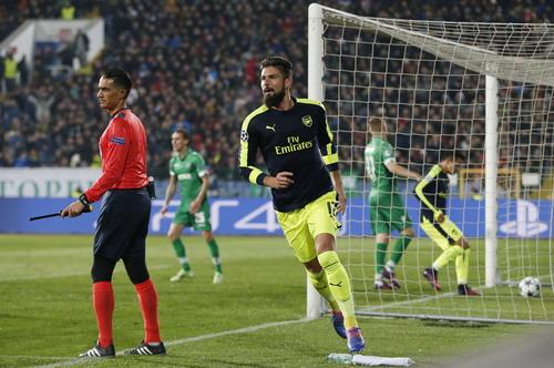 Ghi bàn gỡ hòa 2-2, Giroud chính thức trở lại