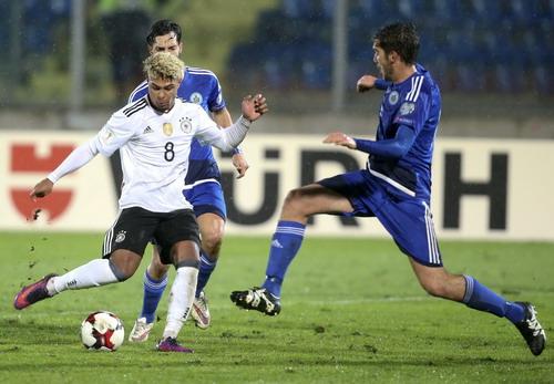 Serge Gnabry (8) ghi hat-trick cho tuyển Đức