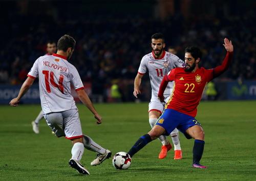 Velkovski (14) suýt có bàn mở tỉ số từ phút thứ 4