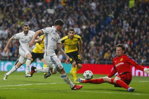 James Rodriguez đe dọa khung thành đội khách