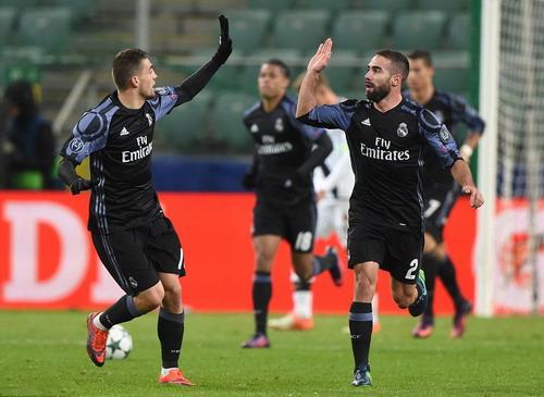 Mateo Kovacic (trái) kịp giành lại 1 điểm cho Real Madrid