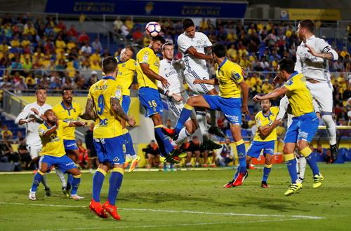 Trận đấu căng thẳng ở sân Gran Canaria