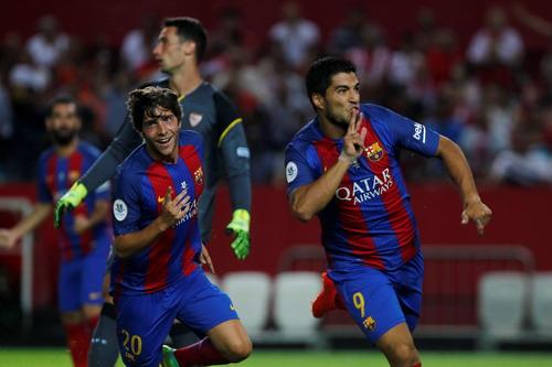 Luis Suarez đóng vai trò quan trọng trong lối chơi của Barcelona