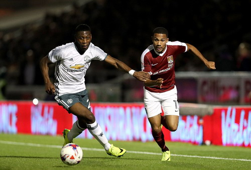 Fosu-Mensah lần đầu được ra sân dưới thời Mourinho