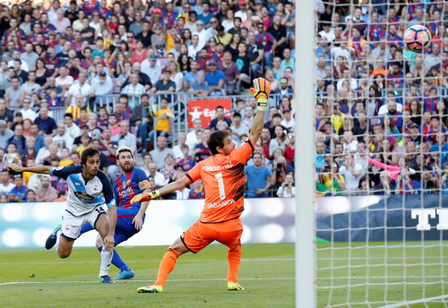 Messi lập kỷ lục sau khi trở lại sân cỏ