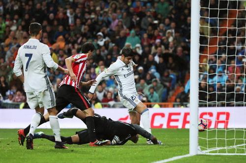 Siêu dự bị Morata lập công phút 83, đưa Real lên ngôi đầu bảng