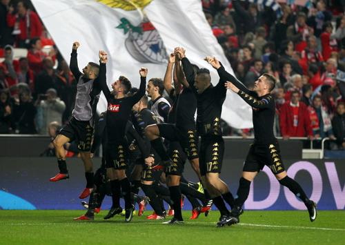 Napoli xứng đáng giành ngôi đầu bảng trước Benfica