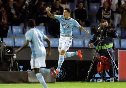 Pablo Hernandez với bàn thắng biếu không của Ter Stergen