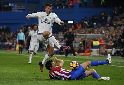 Tình huống tranh chấp dẫn đến quả phạt đền cho Real Madrid