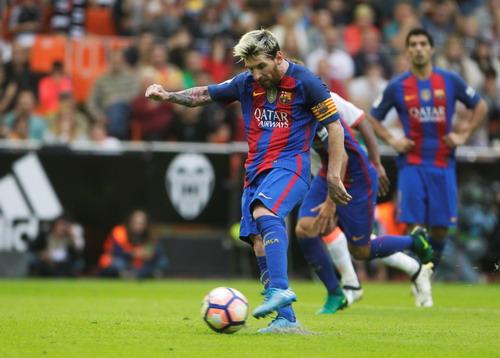 Messi ấn định chiến thắng 3-2 từ chấm 11 mét