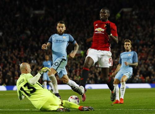 Paul Pogba thi đấu xông xáo nhưng vẫn chưa tạo được dấu ấn