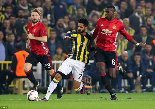 Paul Pogba chỉ có mặt 30 phút trước khi chấn thương rời sân