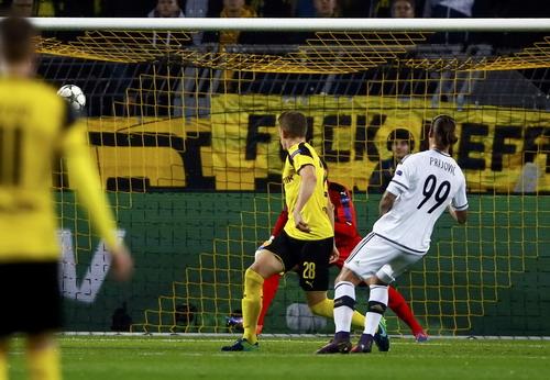 Prijovic ghi hai bàn trong hiệp 1 nhưng Legia Warsaw vẫn bị dẫn ngược 5-2