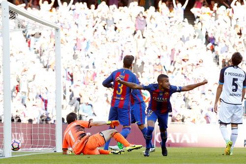 Rafinha lập cú đúp cho Barcelona ngay trong hiệp một