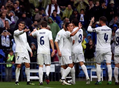 Chuỗi trận thăng hoa của Real Madrid đã tạm dừng ở Mestalla