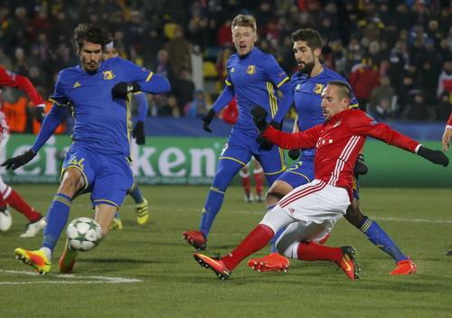 Franck Ribery chơi xông xáo nhưng Bayern không tránh khỏi thất bại
