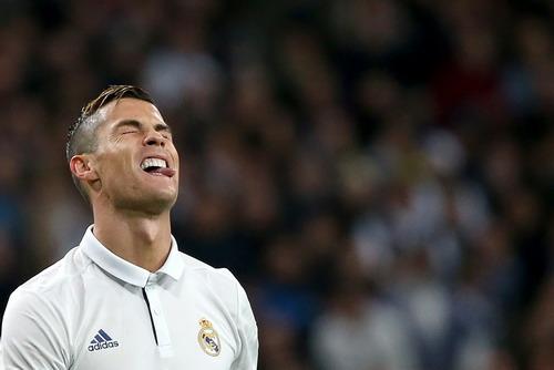 Ronaldo thi đấu sa sút hẳn từ khi rộ tin trốn thuế