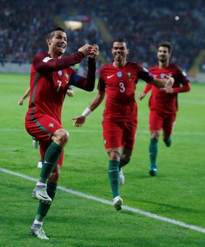 Ronaldo ghi bàn, Bồ Đào Nha chính thức trở lại đường đua