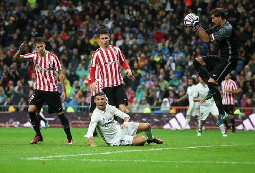 Ronaldo bất lực trước hàng phòng ngự kín kẽ của đội khách
