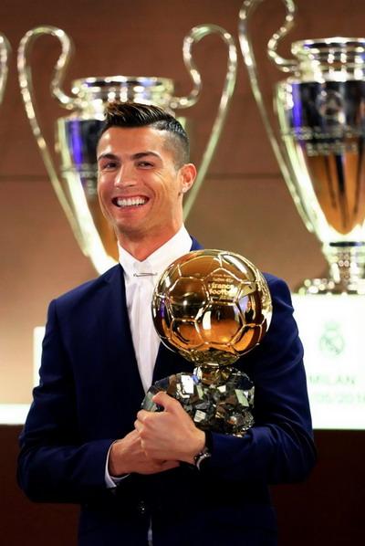Ronaldo nhận giải thưởng Quả bóng vàng 2016 hồi đầu tháng