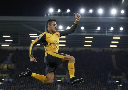 Sanchez sau bàn mở tỉ số cho Arsenal