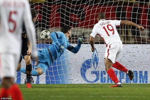 Dibrijl Sidibe đánh đầu mở tỉ số cho Monaco