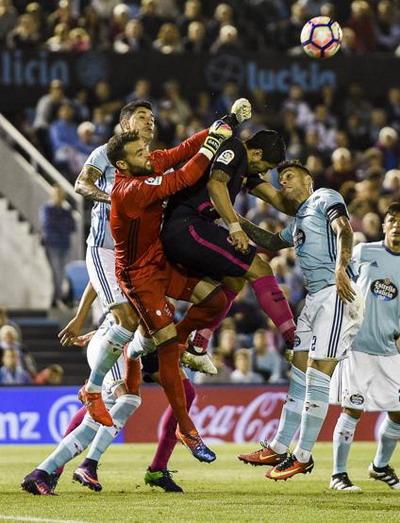 Luis Suarez thi đấu xông xáo nhưng không ghi được bàn trước Celta Vigo