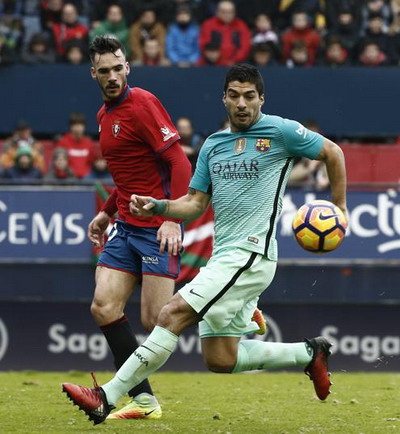 Luis Suarez ghi bàn mở tỉ số cho Barcelona