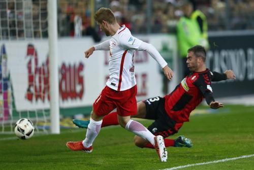 Timo Werner ghi 2 bàn vào lưới Freiburg