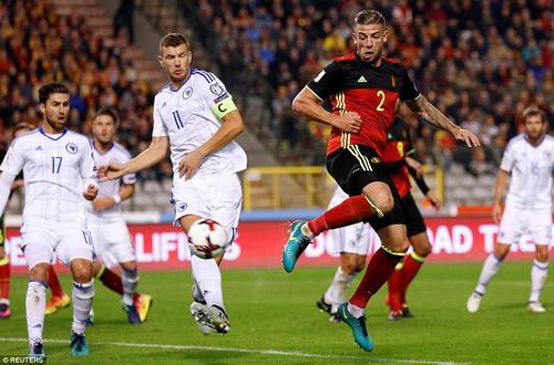 Toby Anderweireld (2) đánh gót điệu nghệ, ghi bàn thứ 3 cho Bỉ