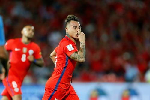 Eduardo Vargas có bàn thắng thứ 4 cho Chile ở vòng loại World Cup 2018