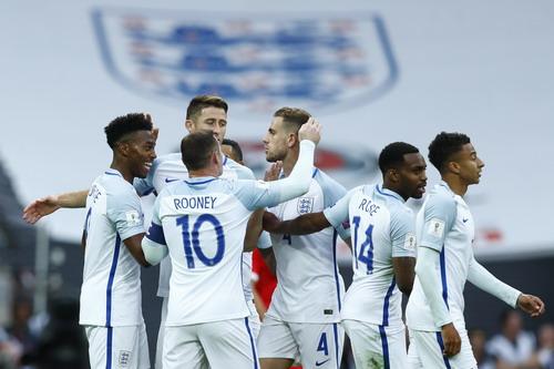 Niềm vui nhân đôi cho tuyển Anh với ngôi đầu bảng
