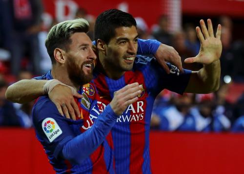 Tác giả hai bàn thắng đẹp mắt của Barcelona
